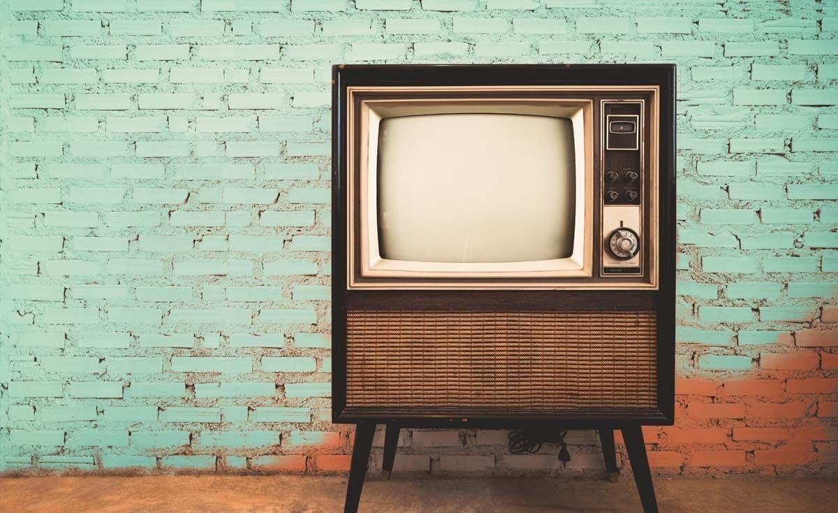 কীভাবে একটি টিভি স্ক্রিপ্ট লিখবেন: টেলিভিশন রচনায় আপনার ক্যারিয়ার শুরু করার জন্য একটি গাইড