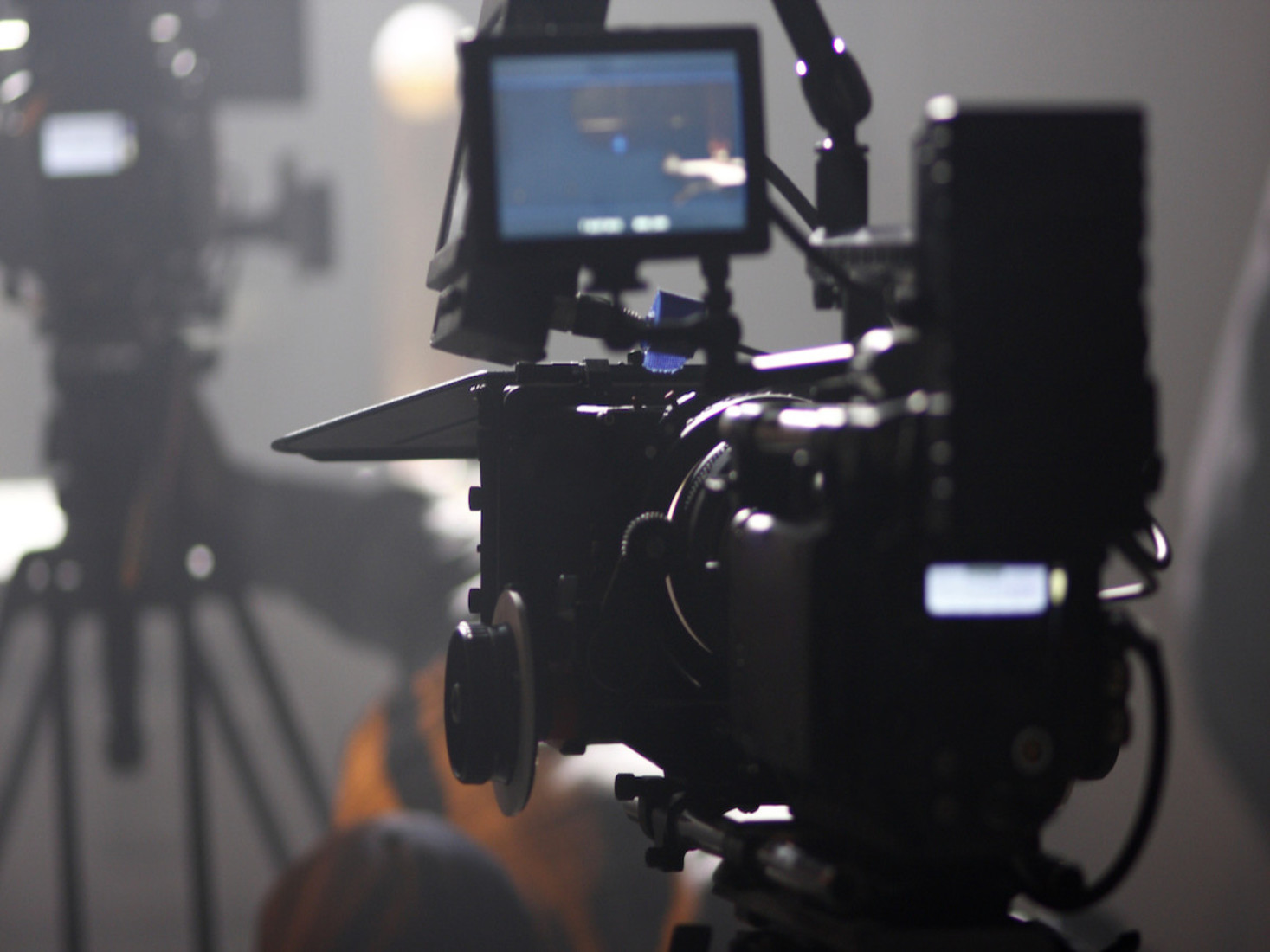 पहला सहायक कैमरा कौन है? दूसरा सहायक कैमरा कौन है? कैमरा सहायक क्या करते हैं?