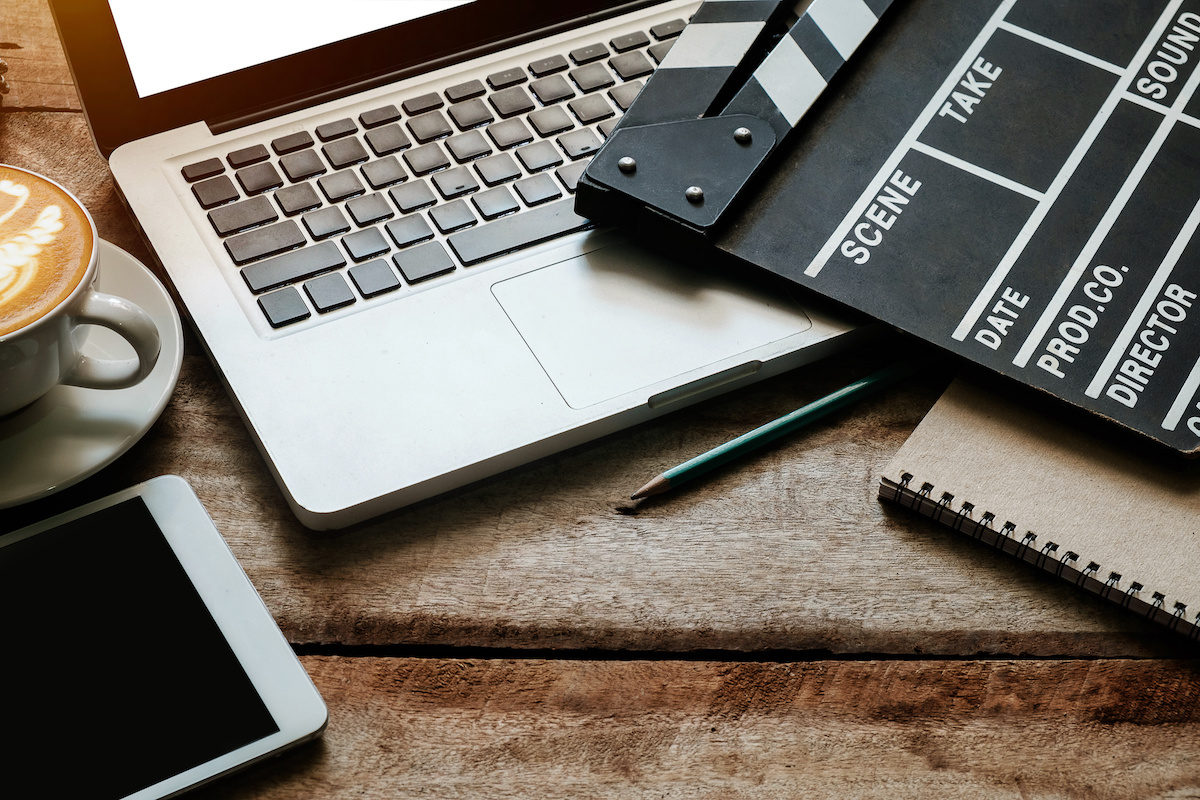 Comment devenir monteur de film en 4 étapes