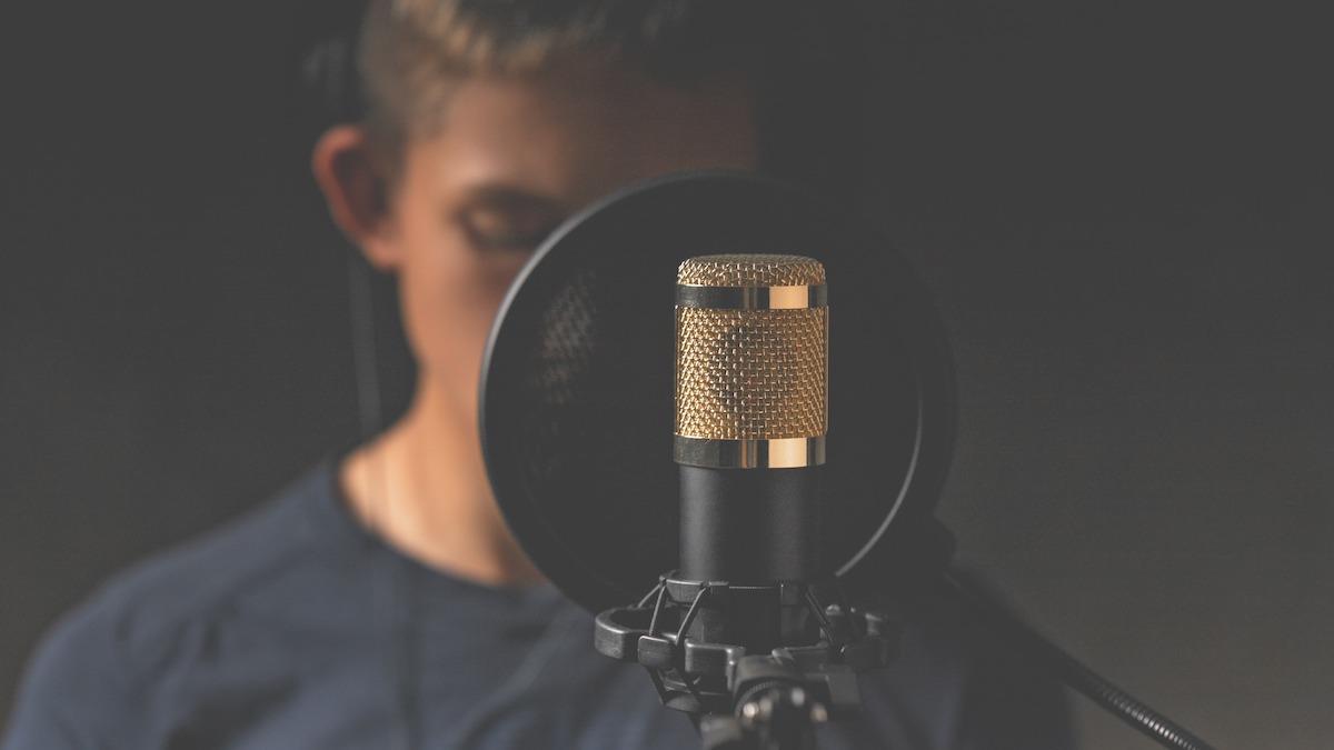 Comment fonctionne la voix off : 5 conseils pour les artistes de la voix off en herbe