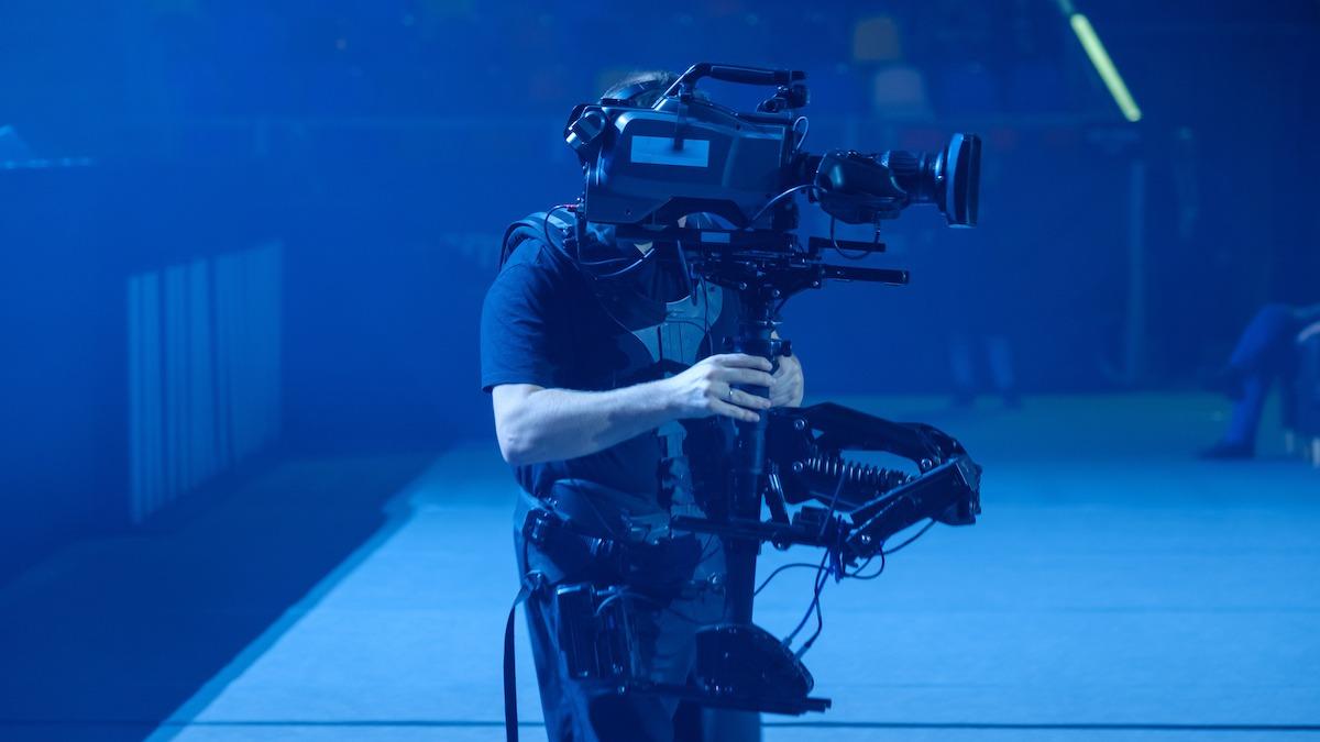 Kaj točno je Steadicam? Razumevanje revolucionarnega stabilizatorja kamere, ki je spremenil Hollywood