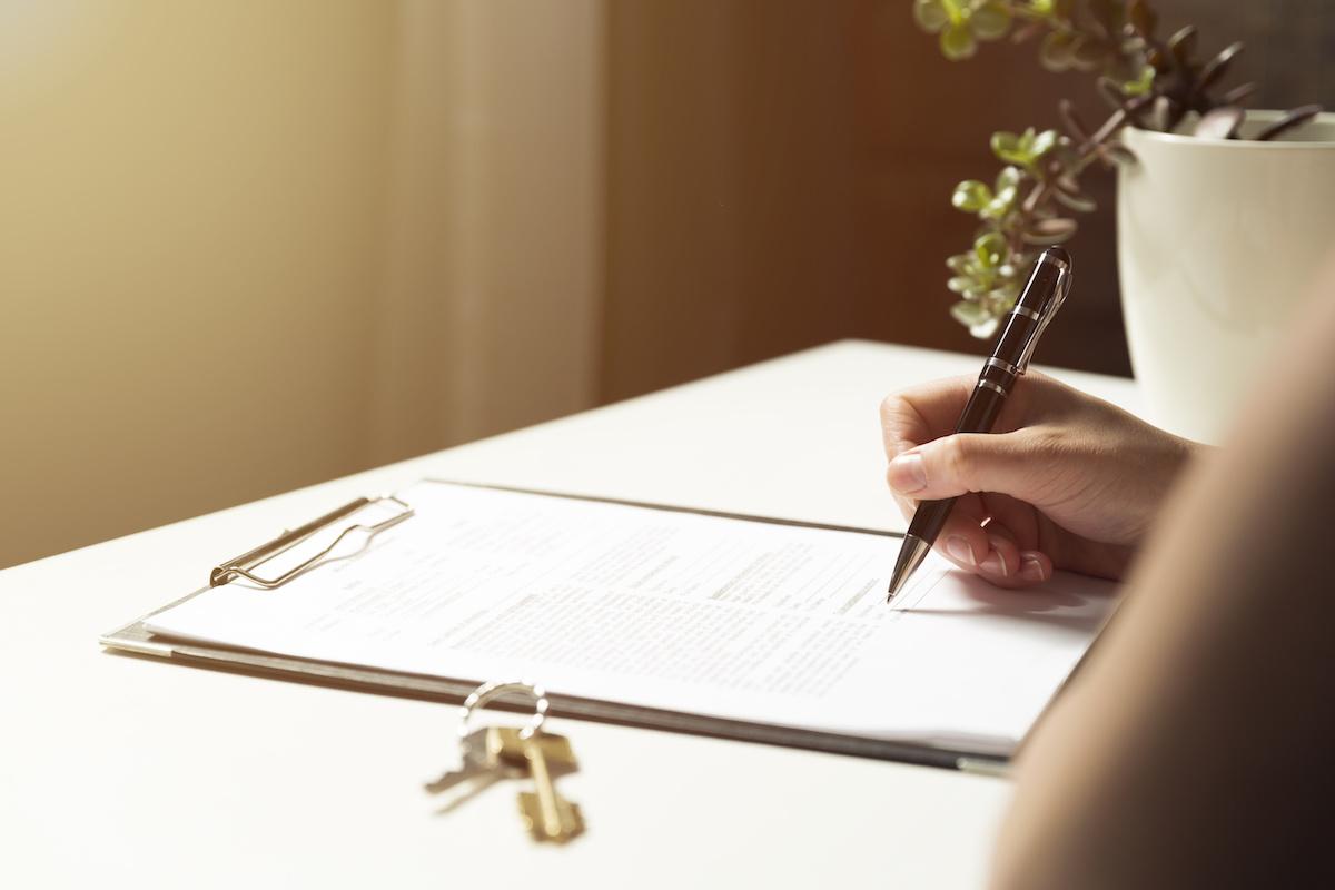 Dozviete sa viac o hypotékach na bývanie: Ako fungujú hypotéky, rôzne typy hypoték a čo určuje úrokové sadzby hypotéky.
