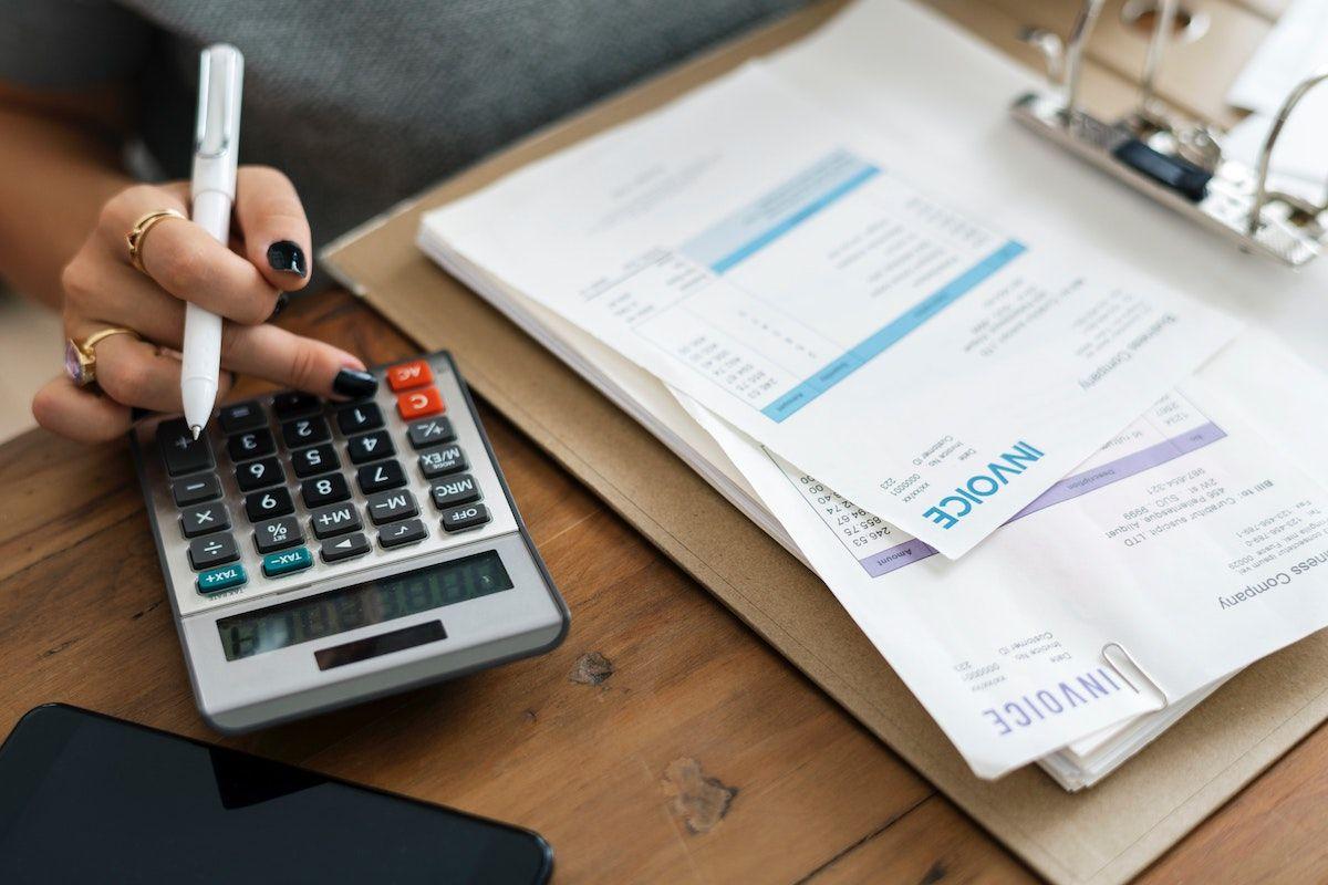 Revenu brut vs revenu net: comprendre la différence entre le revenu brut et le revenu net et comment chacun affecte votre entreprise