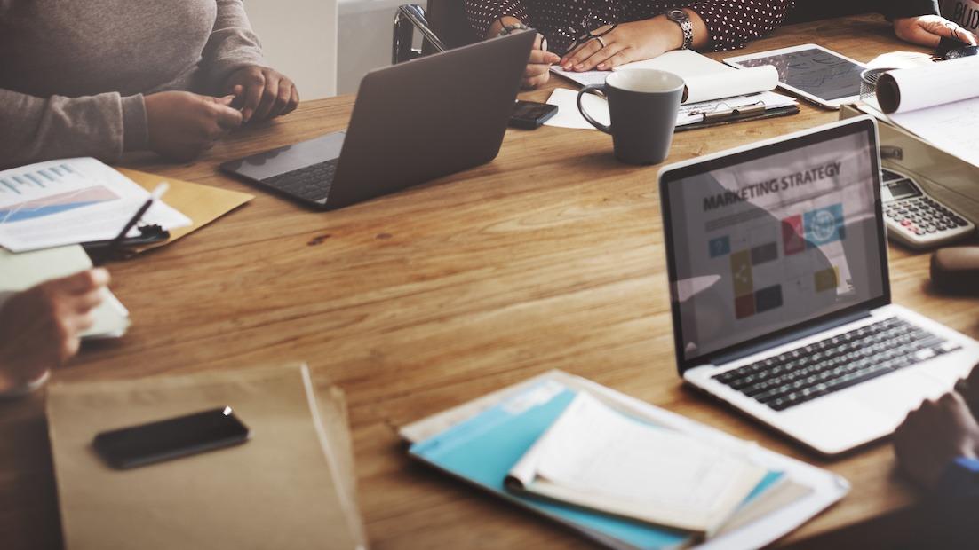 Comment se lancer dans la publicité: guide de carrière étape par étape