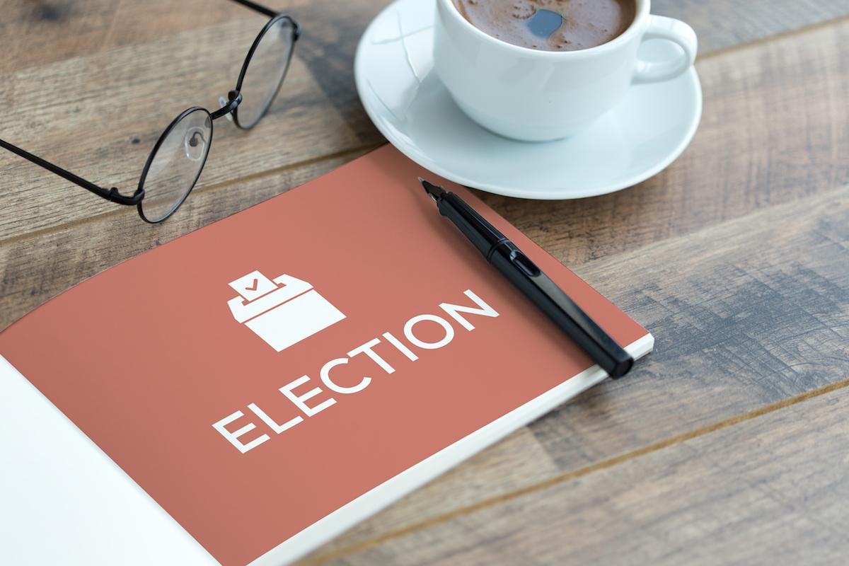 อะไรคือบทบาทที่แตกต่างกันในการรณรงค์ทางการเมือง? เรียนรู้เกี่ยวกับเจ้าหน้าที่แคมเปญต่างๆ
