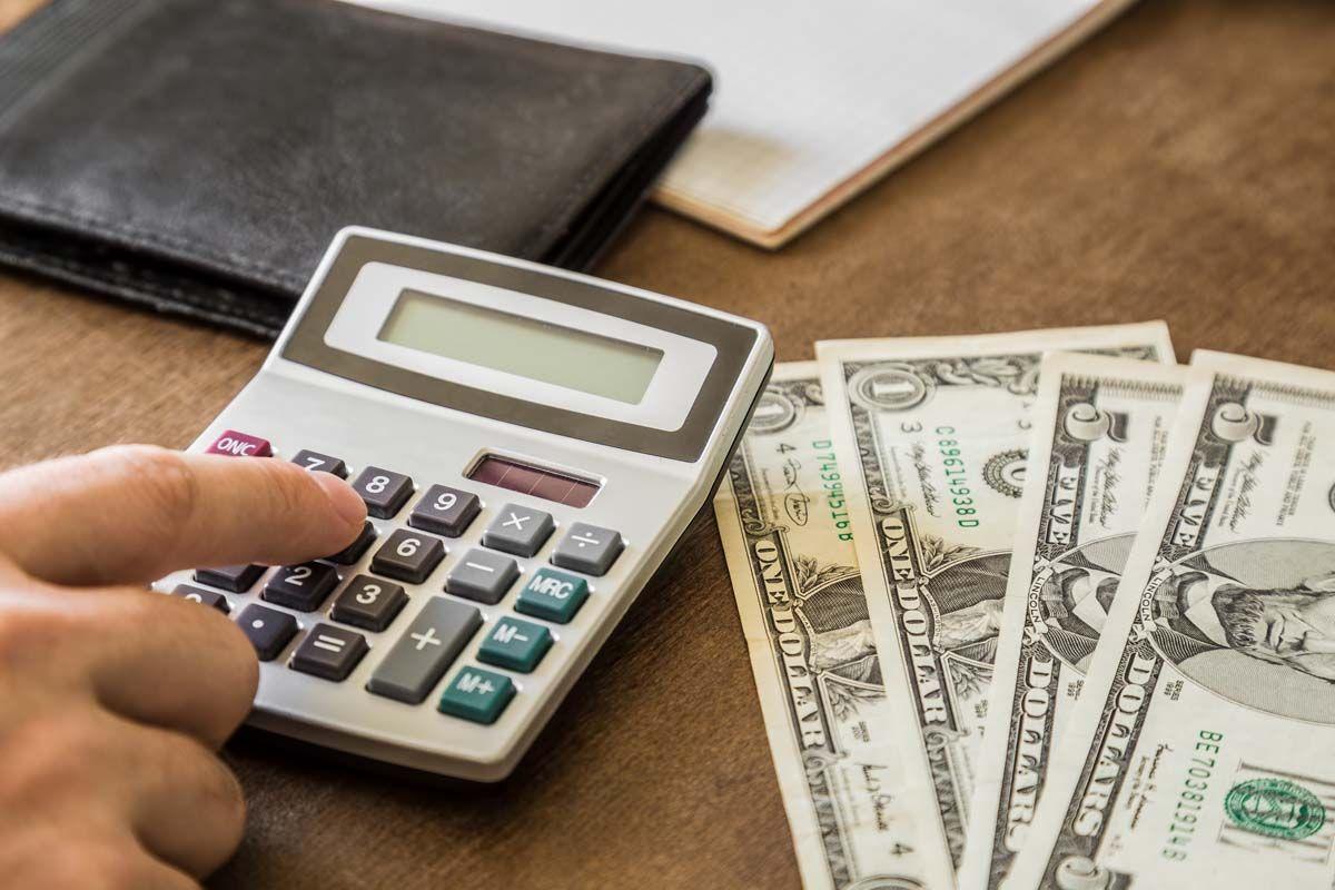 Che cos'è l'inflazione spinta dai costi? Ulteriori informazioni sull'inflazione spinta dai costi in economia con esempi
