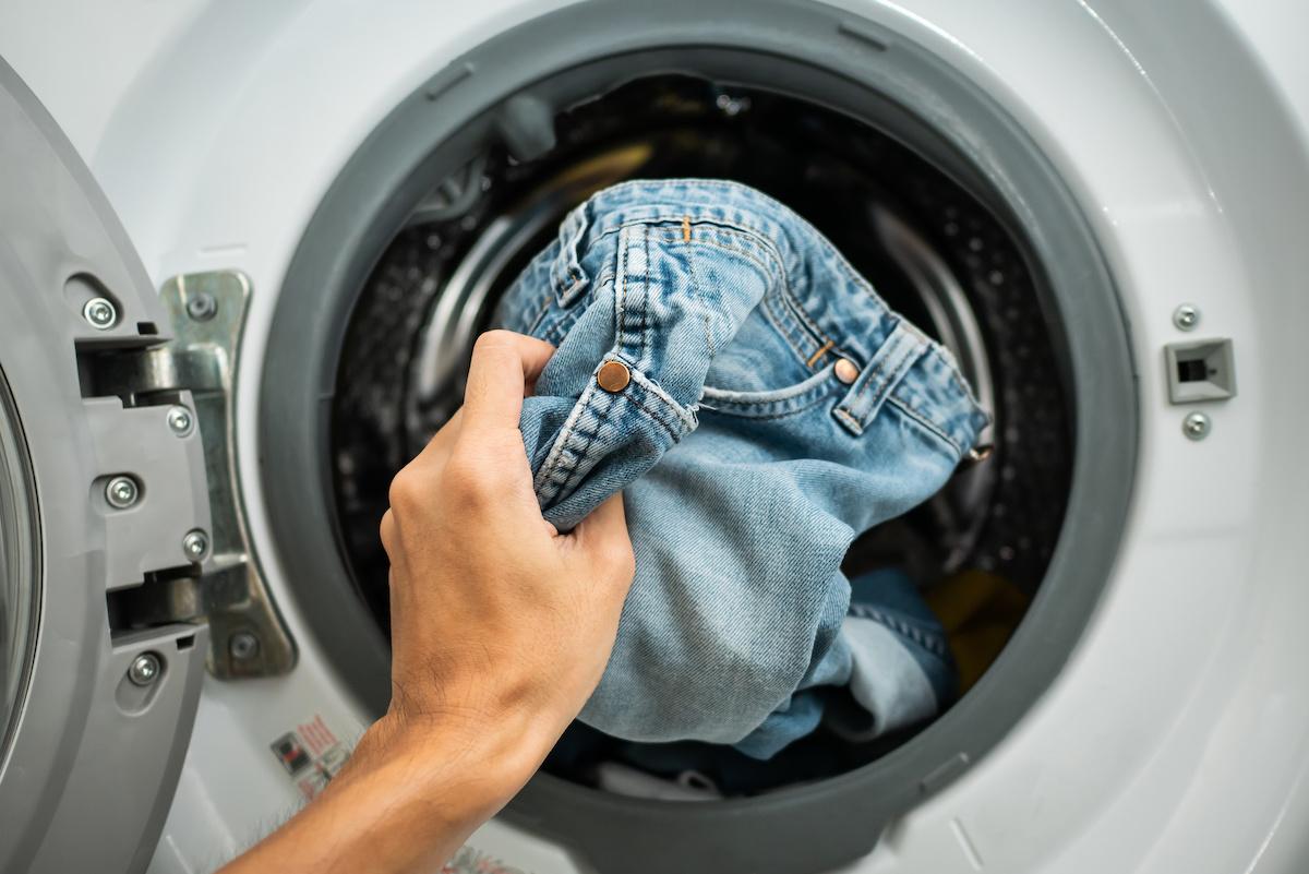 Come pulire i jeans in lavatrice