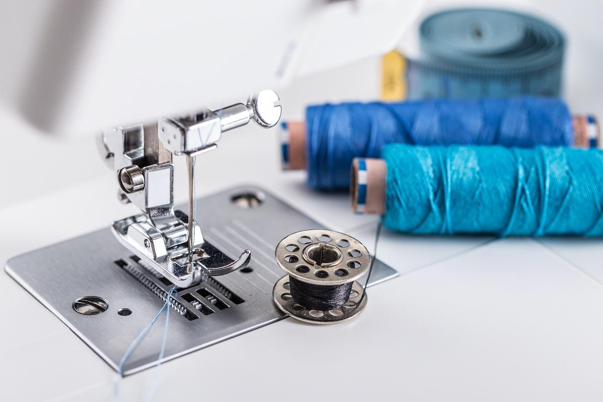 Come infilare una bobina su una macchina da cucire