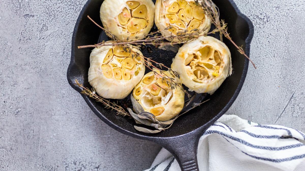 Comment faire rôtir l'ail à la perfection : recette facile à l'ail rôti