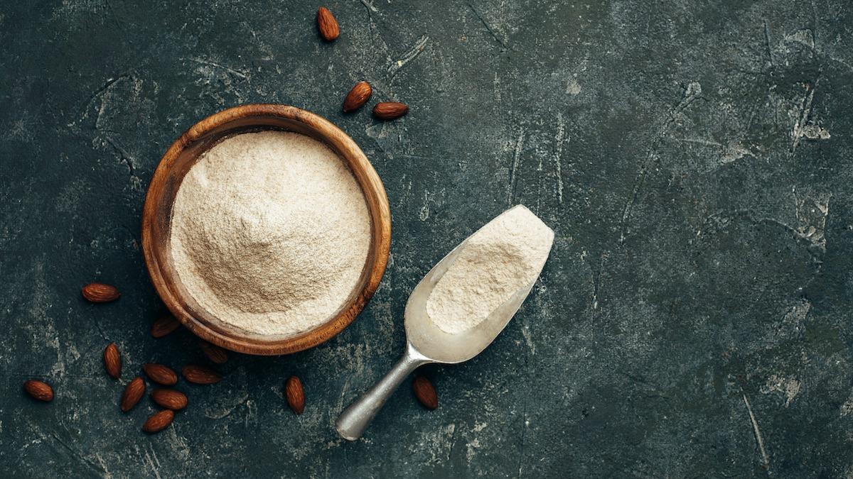 Come fare la farina di mandorle in casa: 6 usi per la farina di mandorle