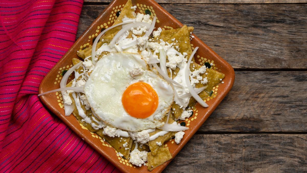 Hvordan lage Chilaquiles: Klassisk meksikansk Chilaquiles-oppskrift