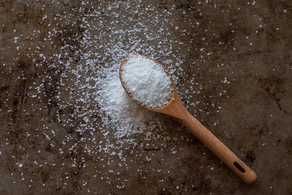 Vodič za sastojke košer soli: Kako koristiti košer sol