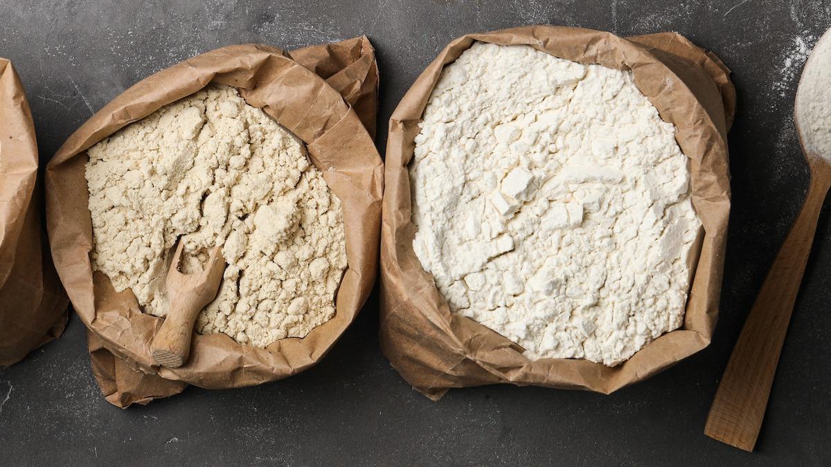 Farine à gâteau vs farine à pain : quelle est la différence ?