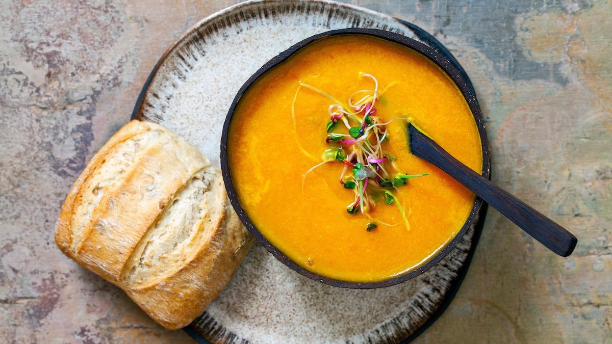 Comment faire une soupe aux carottes: Recette simple de soupe aux carottes et au gingembre