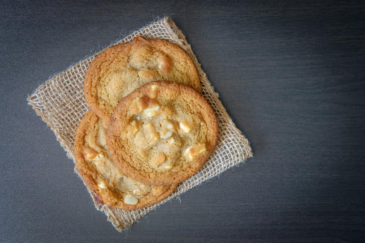 Comment faire des biscuits au chocolat blanc et noix de macadamia