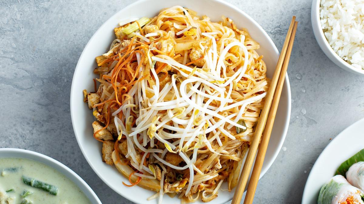 Come fare il pad thai: ricetta classica del tofu pad thai
