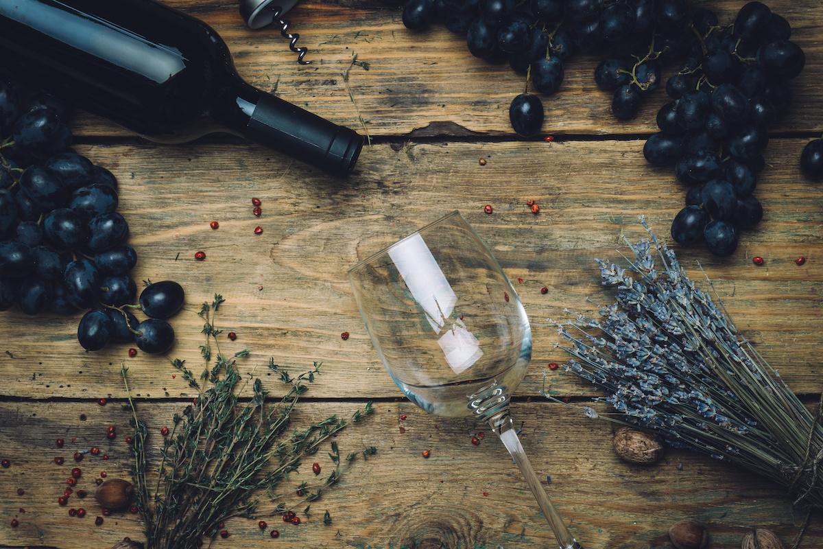 เรียนรู้เกี่ยวกับแทนนินในไวน์: ความหมาย ต้นกำเนิด และ 7 วิธีที่แทนนินส่งผลต่อไวน์