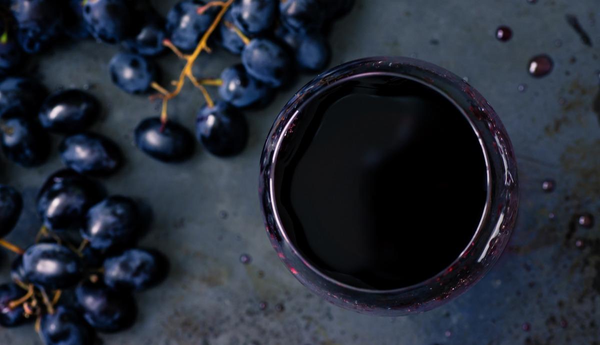 En savoir plus sur le vin Petite Sirah: Description, caractéristiques et accords du cépage français cultivé en Californie