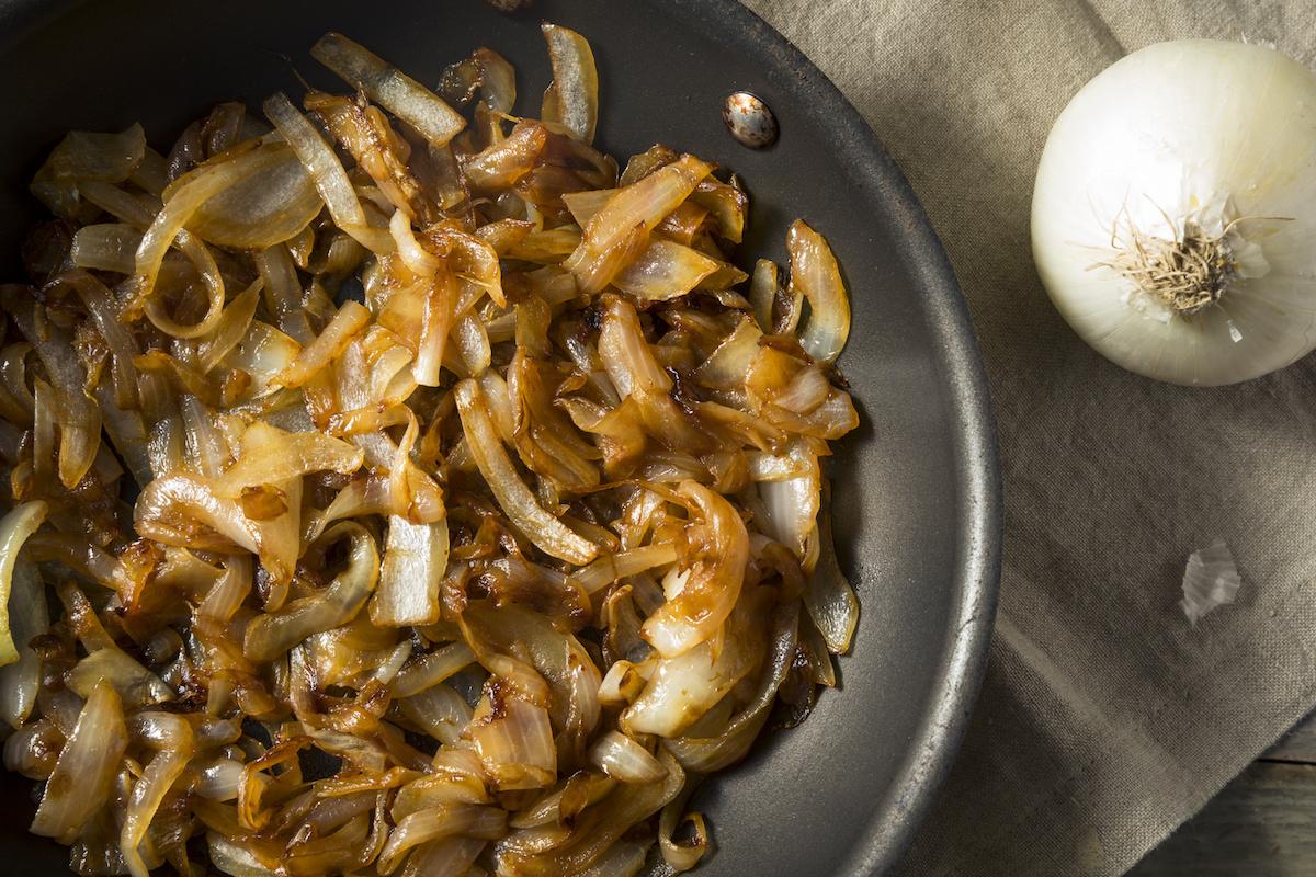 Vodič za izradu karameliziranog luka, plus jednostavan recept za karamelizirani luk