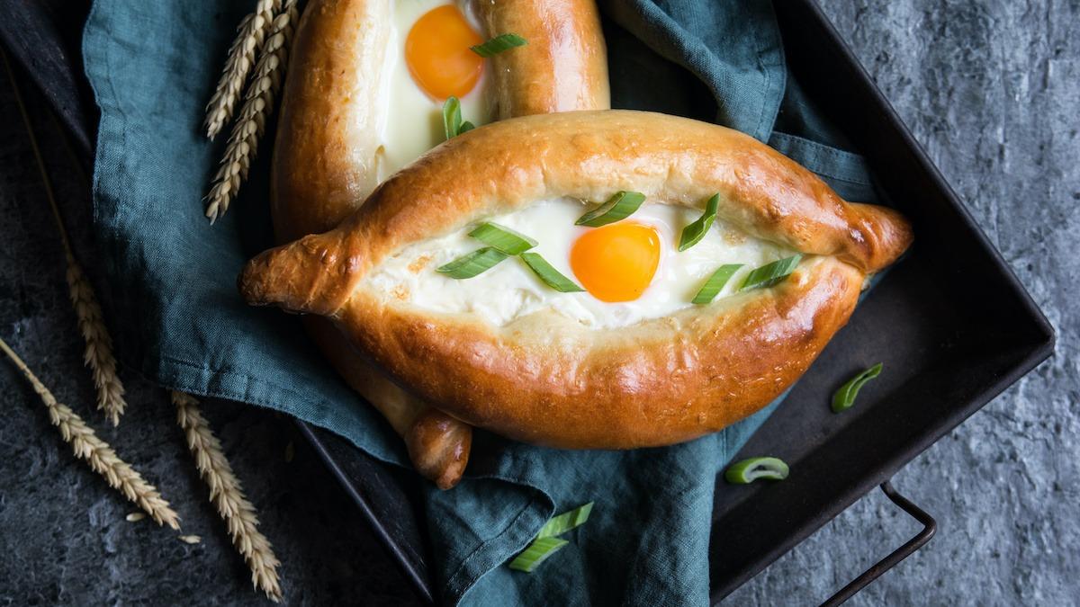 Recette de Khachapuri: Apprenez à faire du pain au fromage géorgien