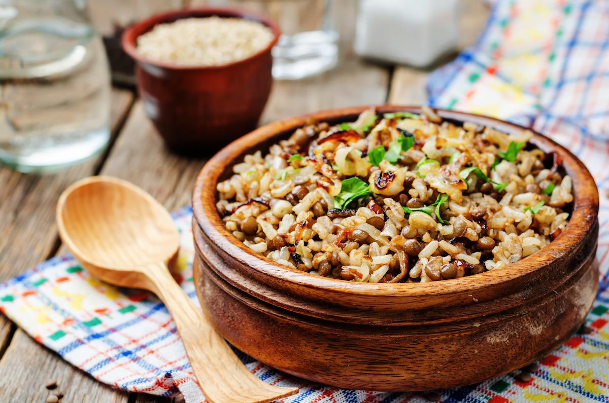 मुजादरा क्या है? इस आसान मुजादरा रेसिपी के साथ मिडिल ईस्टर्न दाल और चावल की डिश बनाना सीखें