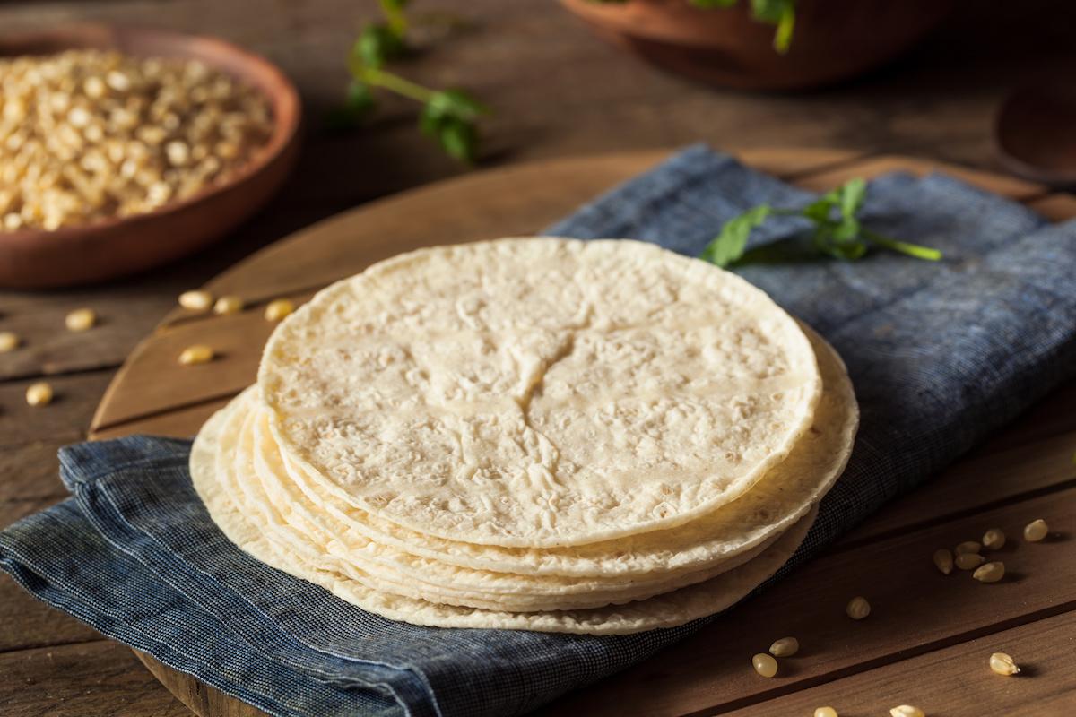 วิธีทำ Tortillas ข้าวโพด: สูตร Tortilla ข้าวโพดโฮมเมด
