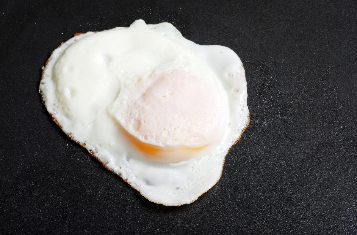 Ako variť na jednoduchých vajciach: tipy, postupy a recept