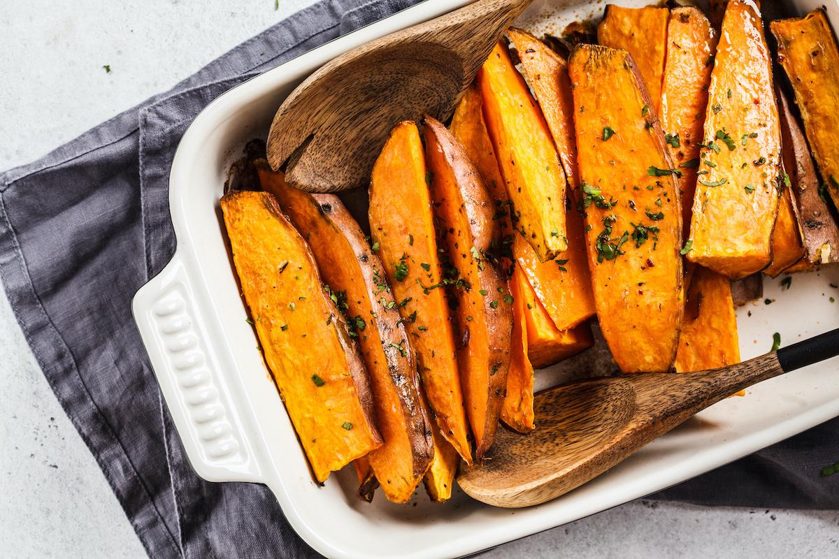 Comment faire rôtir des patates douces : recette de base de patates douces rôties