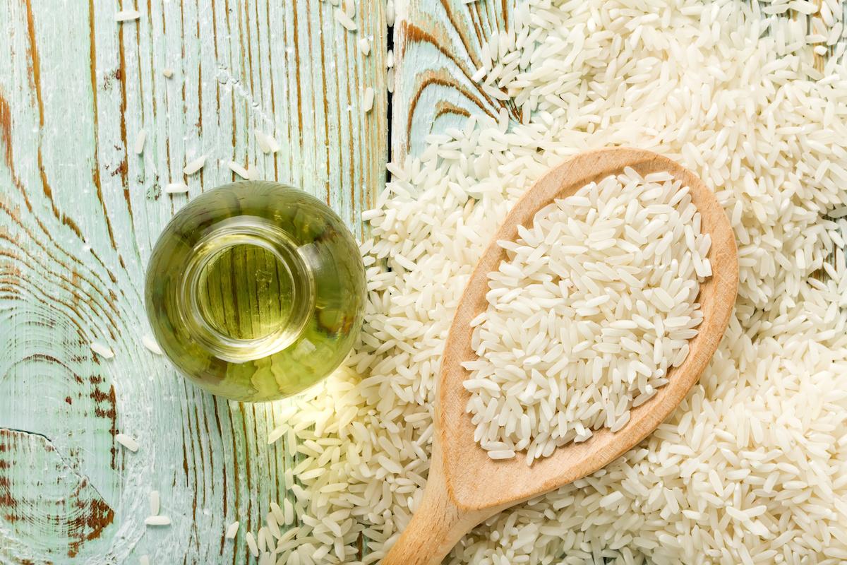 Čo je ryžový ocot? Ako variť s ryžovým octom a najlepšími náhradami ryžového octu