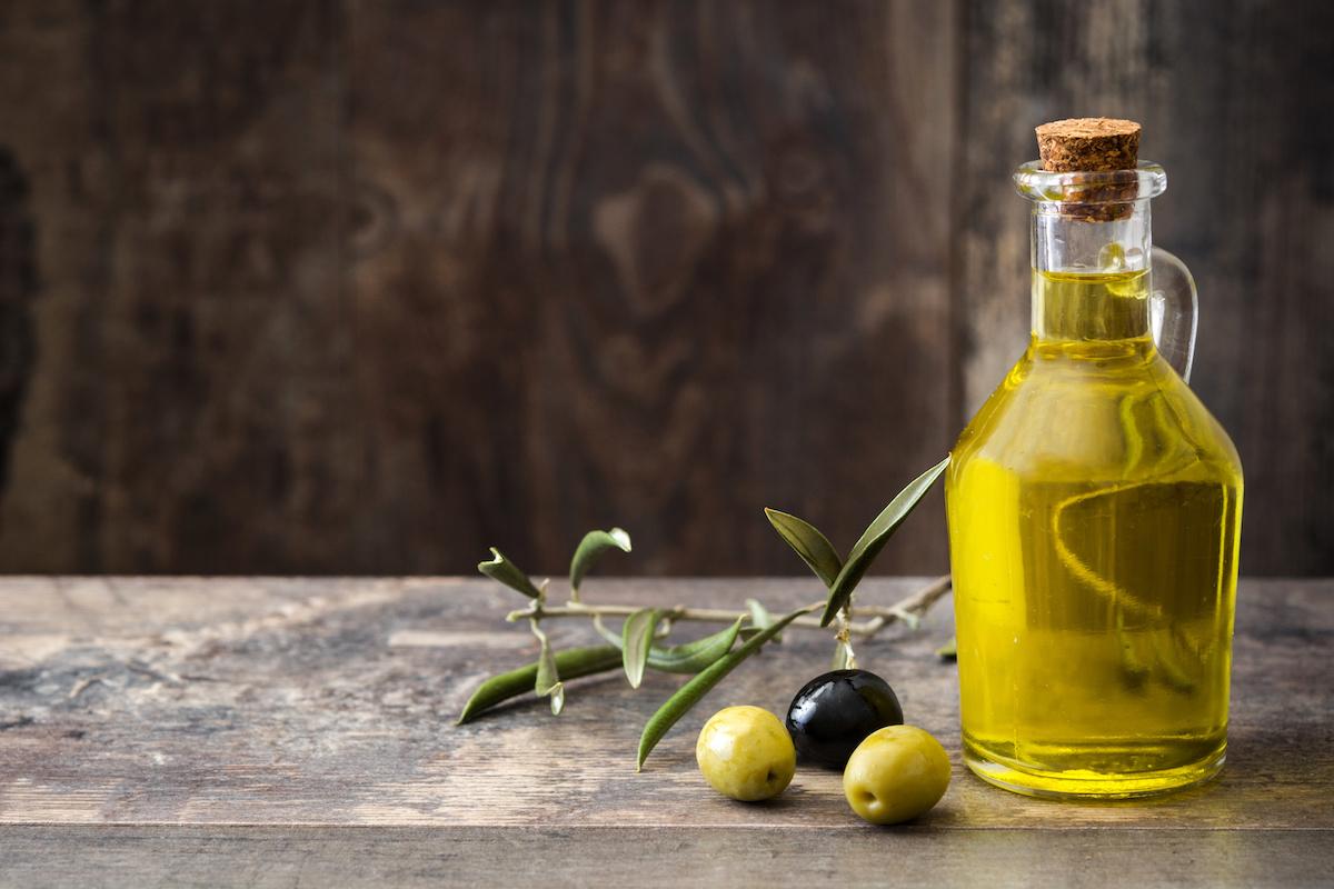 Kompletni vodič za maslinovo ulje: Redovito maslinovo ulje vs. Extra djevica, različite vrste maslinovog ulja i kako odabrati najbolje maslinovo ulje