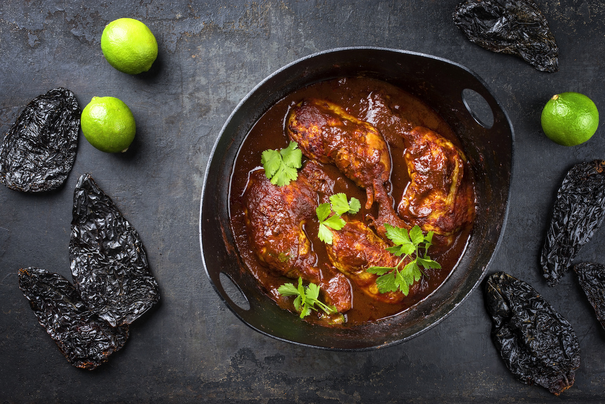 Comment cuisiner avec des chilis guajillo: 3 façons de préparer des chilis guajillo