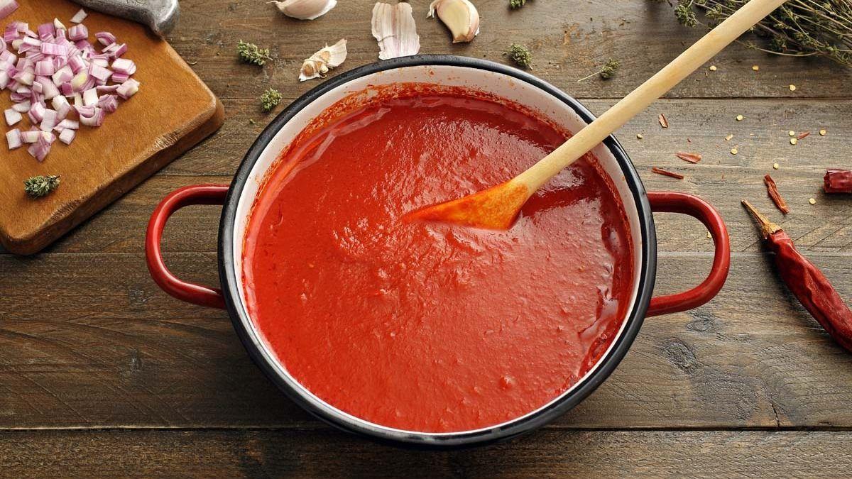 Kako napraviti domaći paradajz od umaka: klasični recept za umak od rajčice