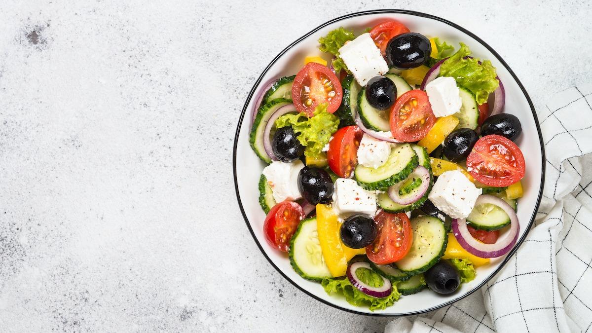 Comment faire une salade grecque: Recette de salade grecque facile