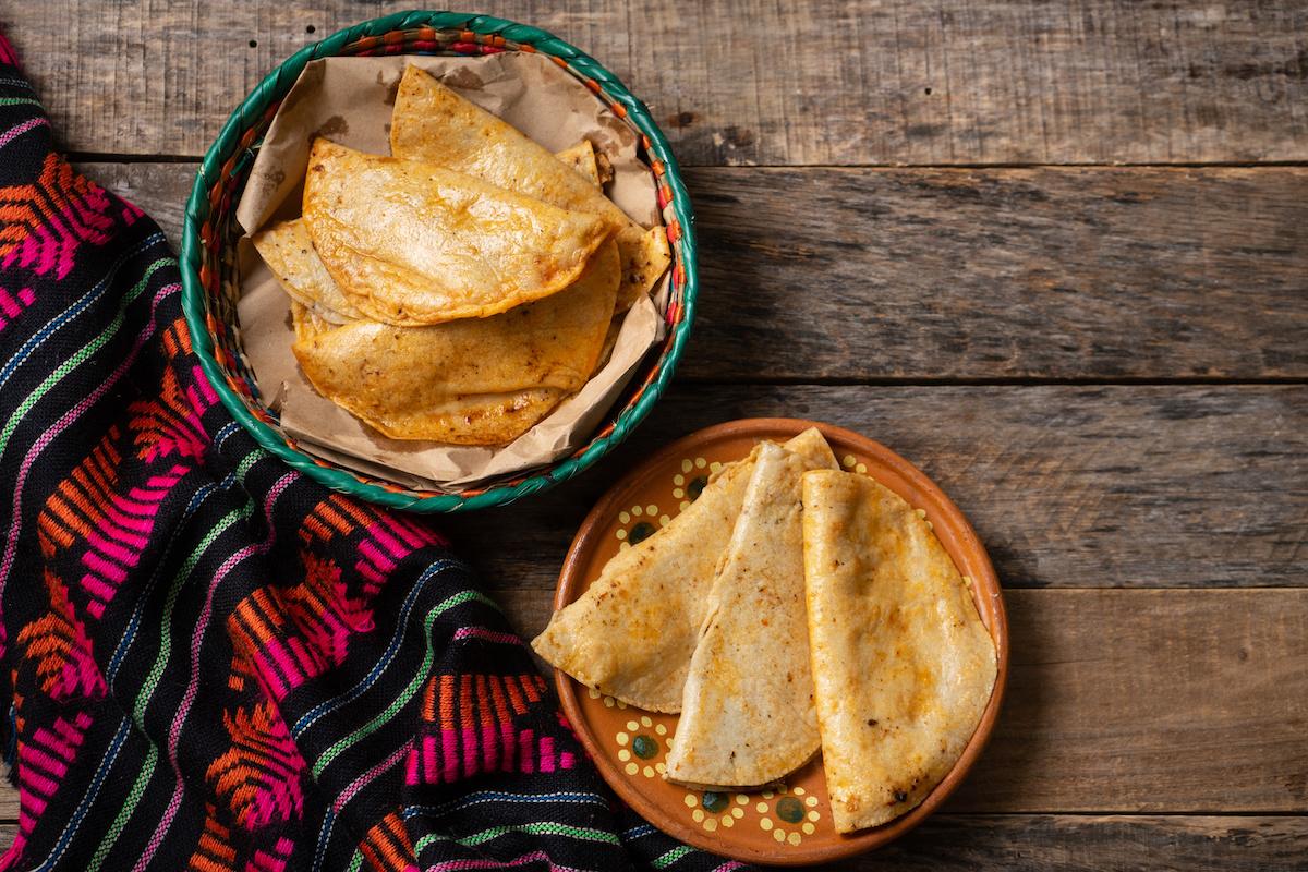 Kuidas teha Tacos de Canastat: retsept Mehhiko korvtakodele