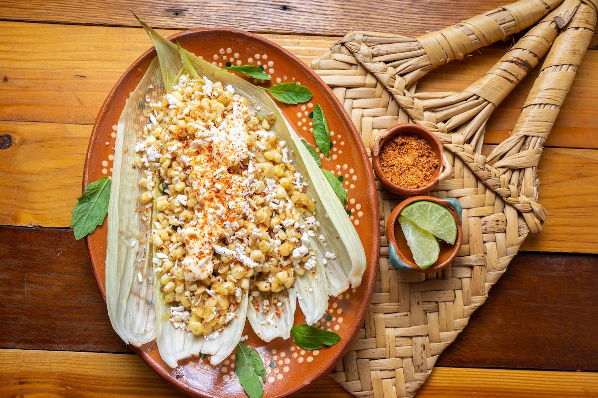 Comment faire une salade de maïs mexicaine: Recette Esquites facile