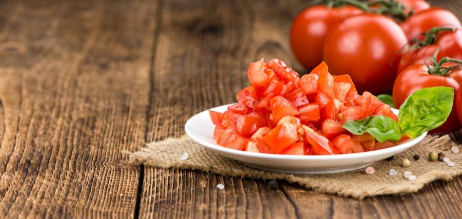 Un guide de la coupe en dés: comment couper des tomates en dés sans faire de dégâts
