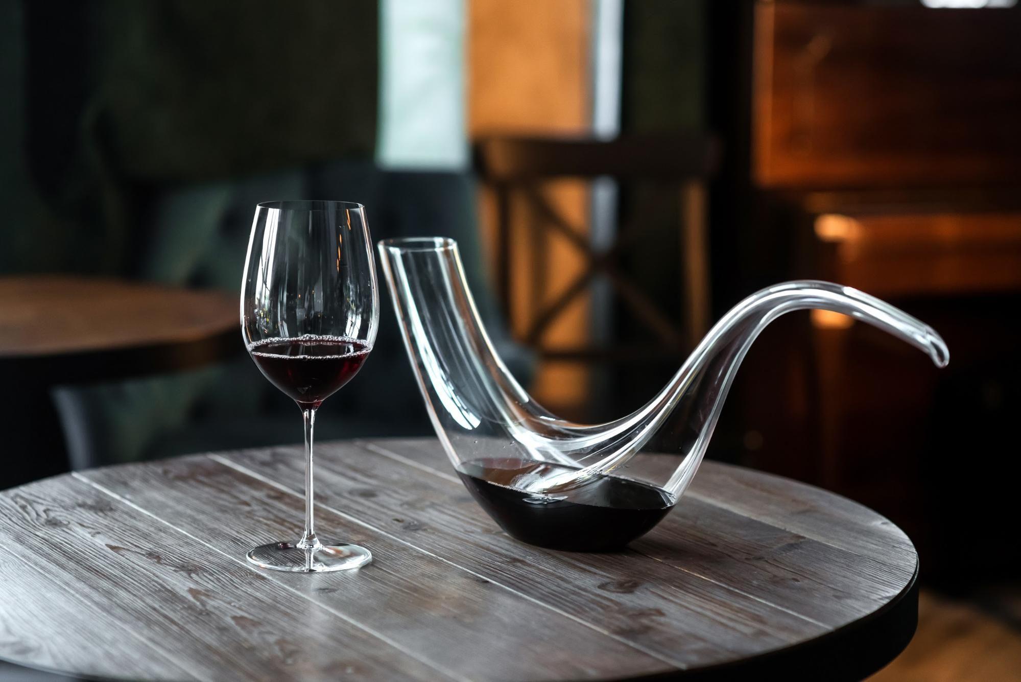Qu'est-ce que le vin à décanter ? Quand, comment et pourquoi décanter votre vin