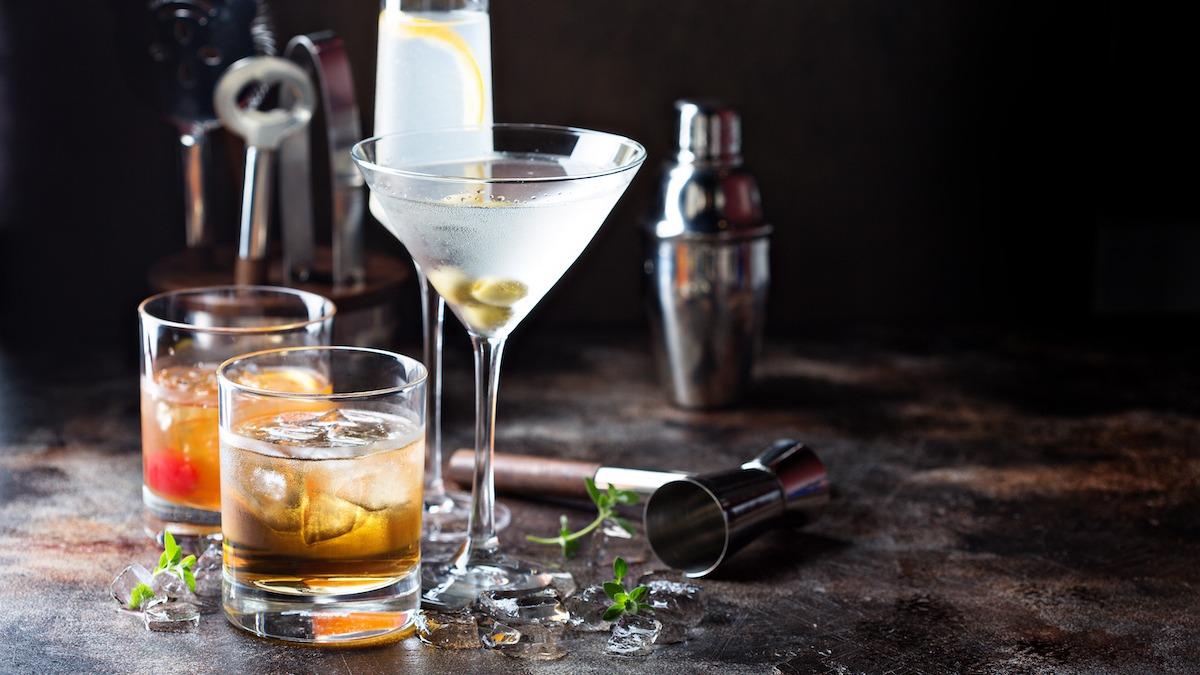 Kuidas valida õige kokteiliklaas: 18 tüüpi baariklaase
