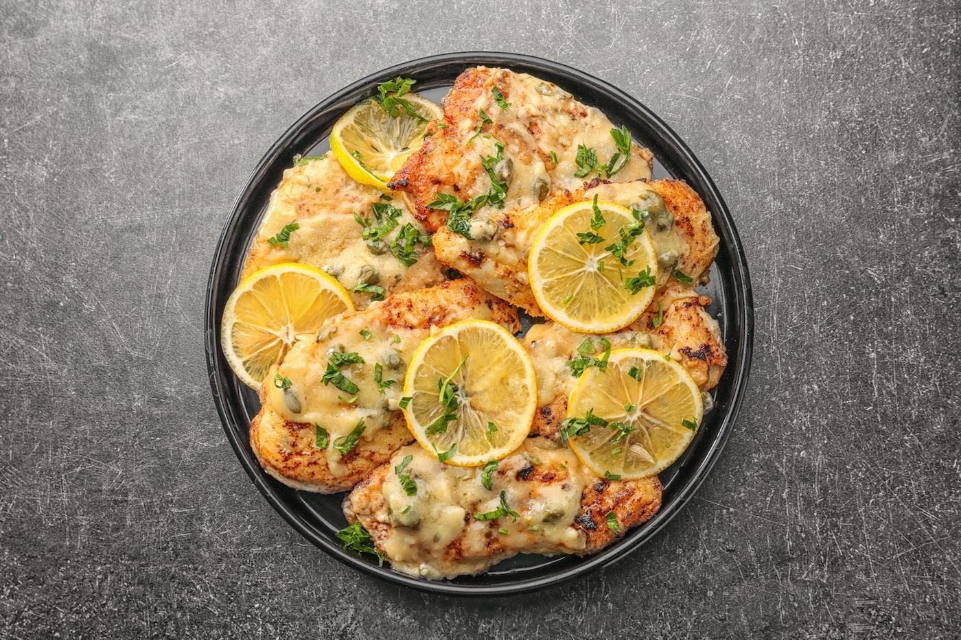 Kana Piccata: toiduvalmistamise näpunäited ja lihtne sidruni kana Piccata retsept