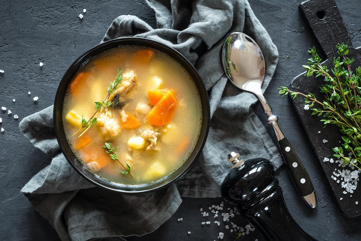 Comment réparer une soupe trop salée: 4 façons de sauver une soupe salée