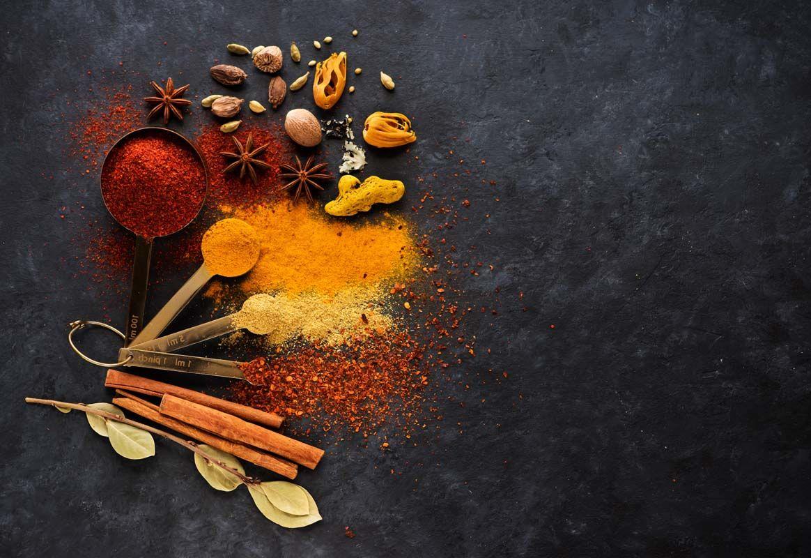 Hva er Garam Masala? Hjemmelaget Garam Masala Spice Blend Oppskrift og hvordan du lager mat med Garam Masala