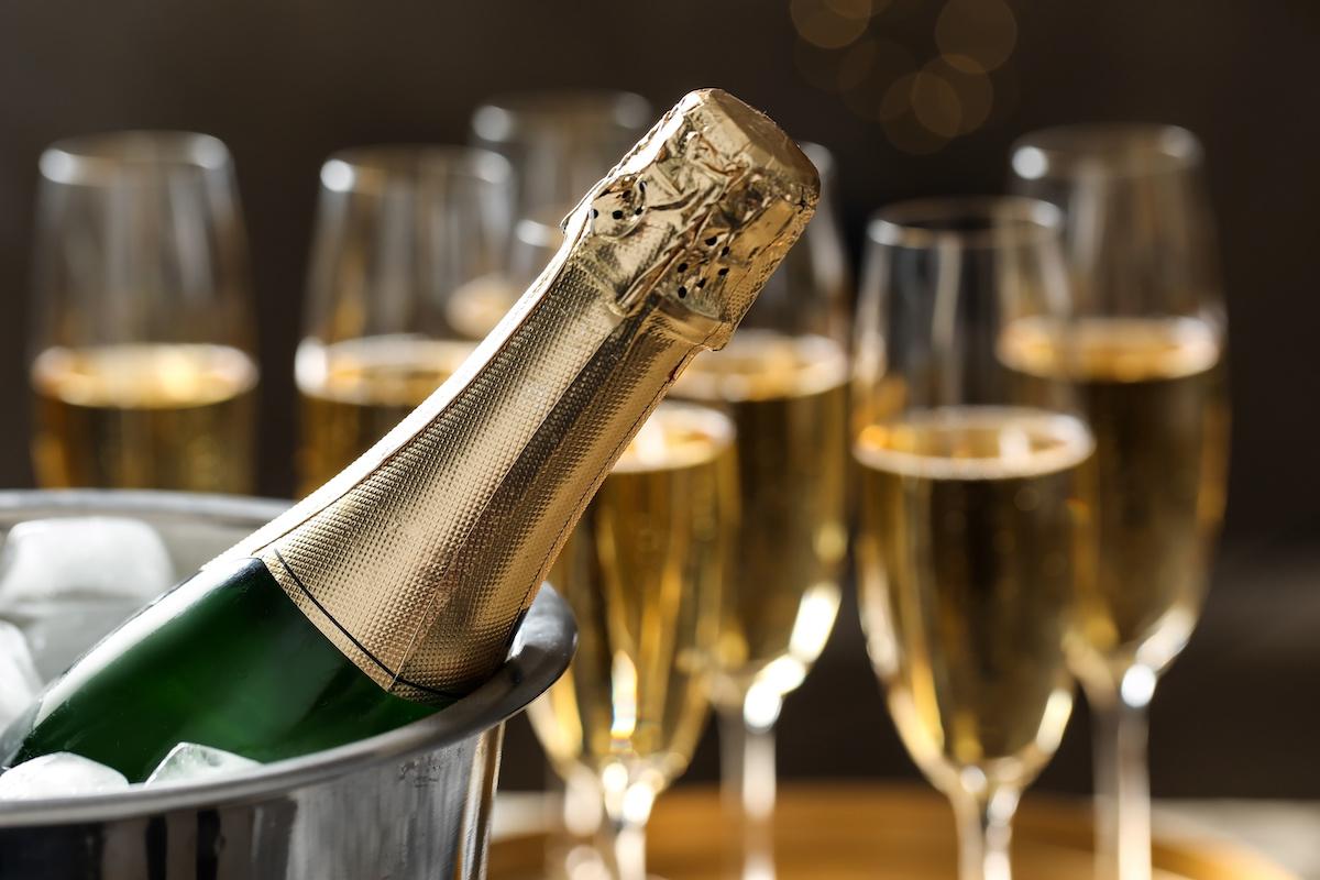 Как безопасно забить бутылку шампанского