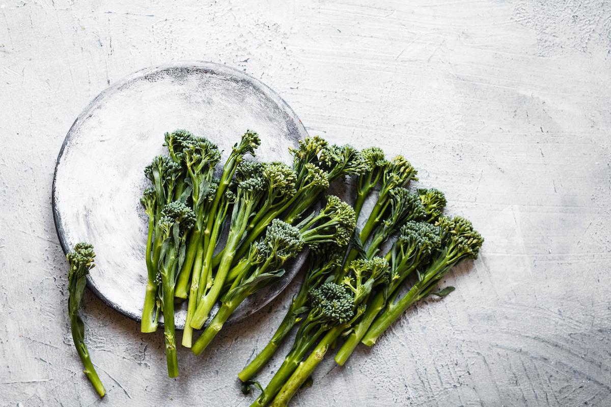 Comment faire griller du broccolini: recette facile de broccolini à l'ail