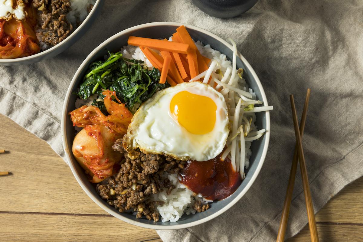 Kuidas valmistada Bibimbapi: omatehtud Korea riisikausi retsept