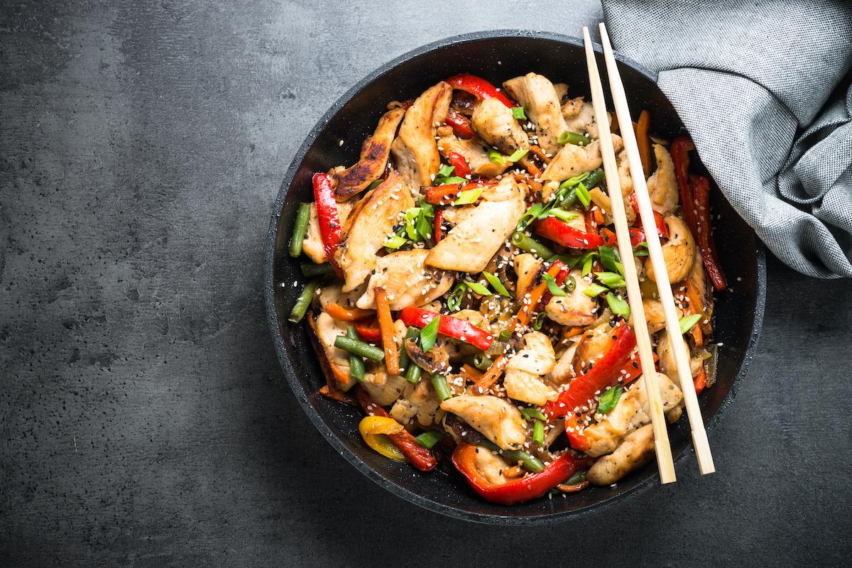 Kuidas valmistada täiuslikku praadimist: lihtne kana segamis-praadimise retsept