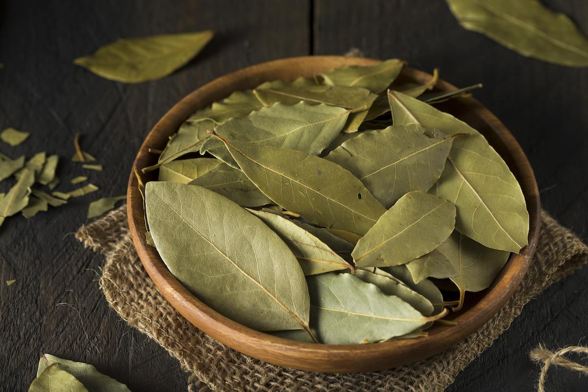 Kako kuhati s lovorovim lišćem: 17 ideja za recepte pomoću lovorovog lišća