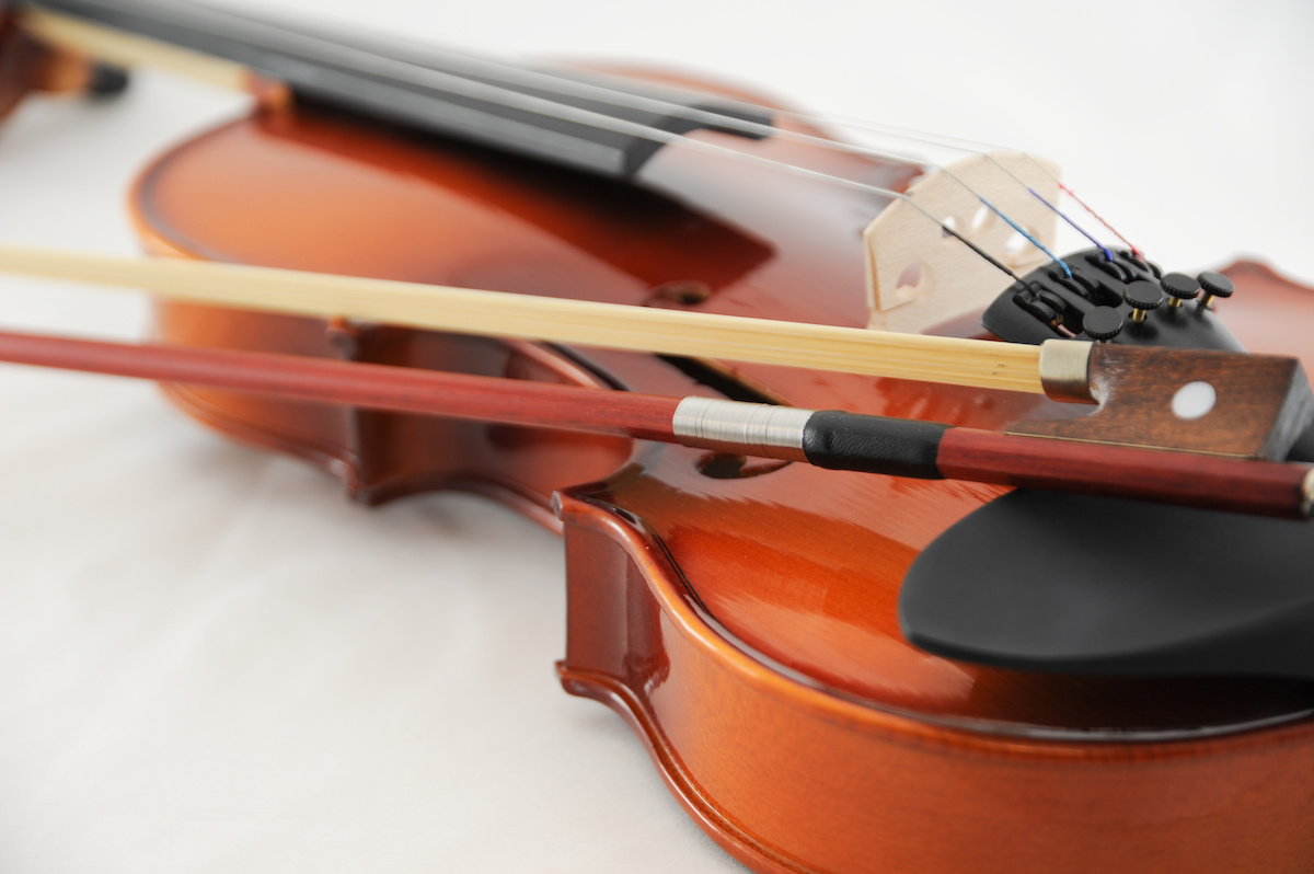 Violon 101: Qu'est-ce qu'une mentonnière pour violon? Découvrez 5 types de mentonnières pour violon et 2 choses à garder à l'esprit lors du choix de la bonne mentonnière