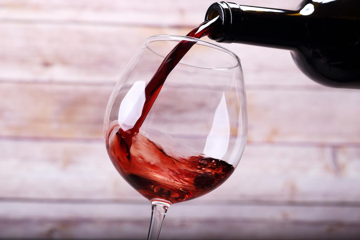 En savoir plus sur le cépage grenache : histoire, caractéristiques et différents vins de grenache