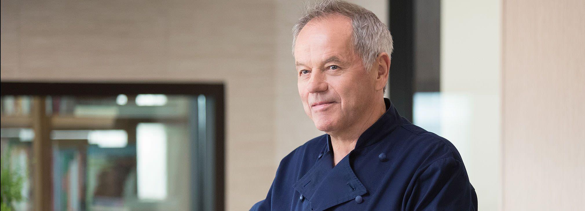 Petua Wolfgang Puck untuk Memperbaiki Hidangan Berlebihan