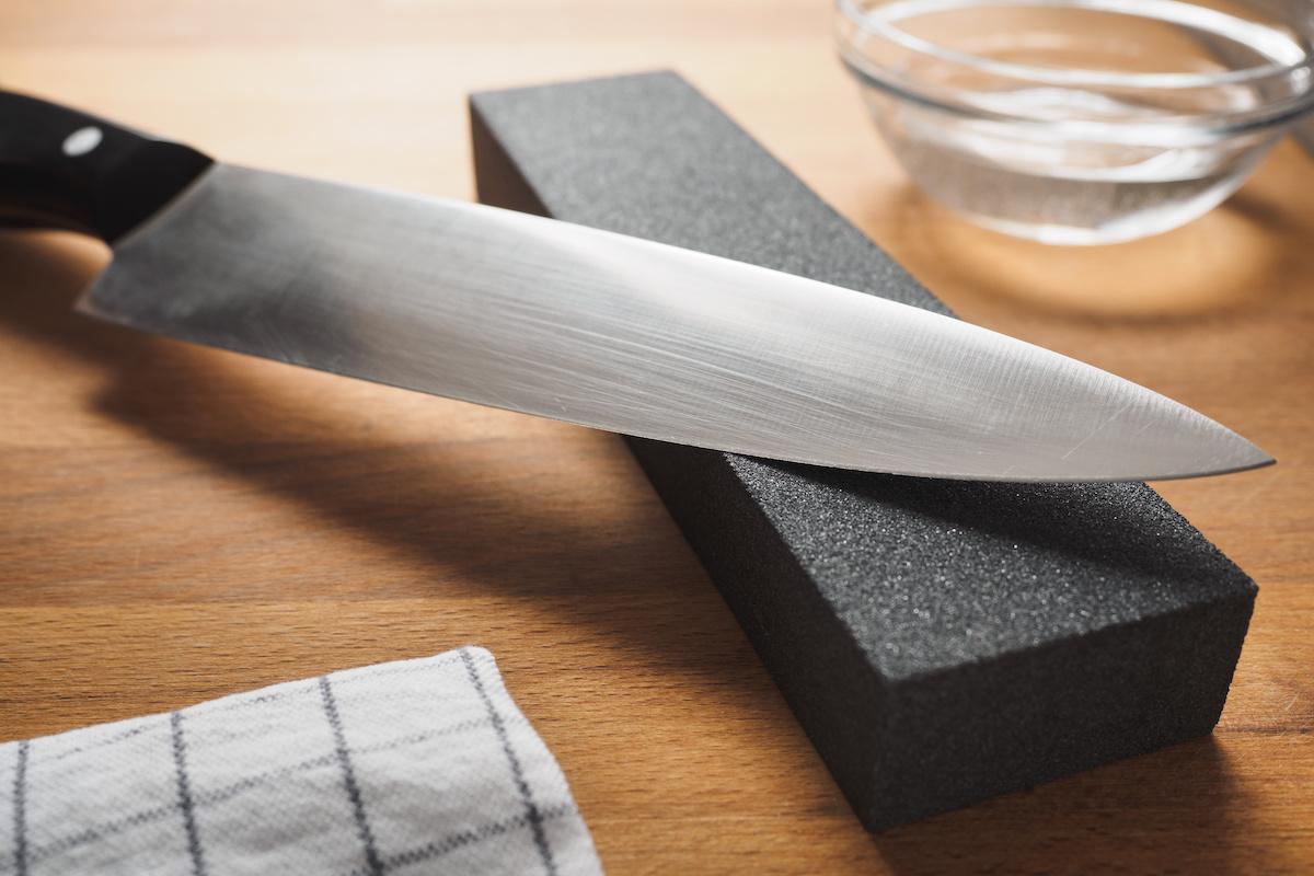 Les meilleures façons d'affûter un couteau - Tout ce que vous devez savoir sur l'affûtage des couteaux et les avantages d'un couteau de cuisine bien aiguisé
